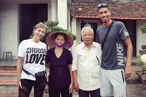 Chuyến du lịch thú vị của Chris Smalling và bạn gái tại Việt Nam