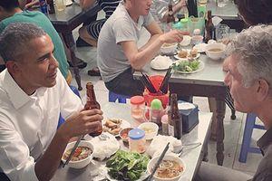Đầu bếp ăn bún chả ở Hà Nội với ông Obama tự sát