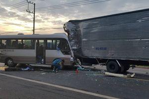 Đồng Nai: Va chạm kinh hoàng giữa xe khách với xe tải, 18 người nhập viện