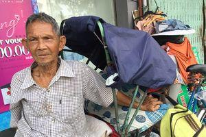Ước muốn lạ cuối đời của cụ ông 80 bên góc đường Sài Gòn