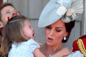 Công chúa Charlotte bất ngờ bật khóc trong lễ mừng sinh nhật Nữ hoàng