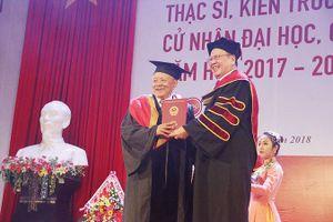 Tiết lộ bất ngờ của cụ ông 85 tuổi vừa nhận bằng thạc sĩ