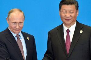 '6 chọi 1' và '1+1': Những nước cờ khác biệt giữa ông Trump và ông Putin