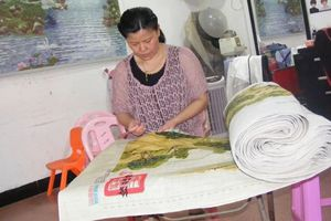 Mẹ dành 6 năm để thêu tranh dài 23 m làm của hồi môn cho con gái
