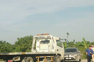 Clip: Hiện trường xe taxi bị vứt bỏ sau khi tài xế bị sát hại