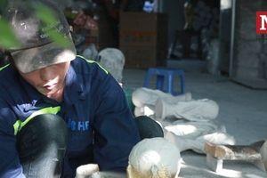 Độc đáo quy trình sản xuất cúp vàng World Cup bằng thạch cao tại Hà Nội