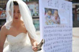 Người đàn ông tự biến mình thành 'cô dâu' và lý do khiến nhiều người rơi nước mắt
