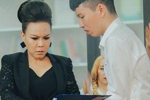 Việt Hương đóng phim cùng trai đẹp: 'Tôi sợ bị nói già rồi mà chơi ngu'