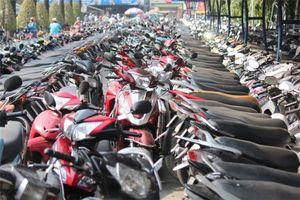 Để xe máy dưới trời nắng nóng có sao không?