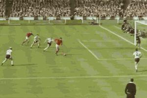 Người Đức và một trời thù hận với 'bàn thắng ma' của Geoff Hurst