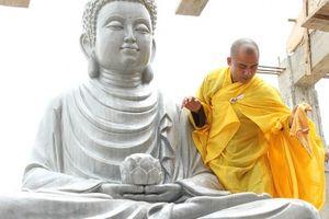 Nữ ca sĩ Đinh Hiền Anh phát tâm thỉnh 3 pho tượng Phật về tại chùa Vĩnh Phúc