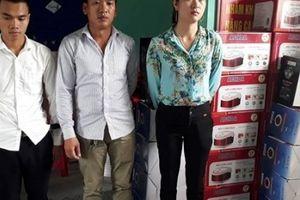 Nghệ An: Nhóm người nghi bán hàng gia dụng lừa đảo