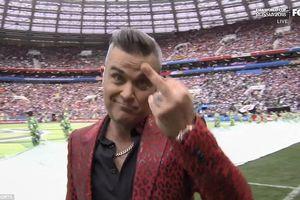 Robbie Williams giơ 'ngón tay thối', chọc tức hàng tỷ người xem khai mạc World Cup