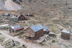 Cận cảnh thị trấn được rao bán với giá chưa tới 1 triệu USD tại Mỹ