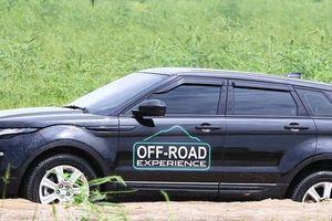 Mang xe nhà giàu Range Rover 'tắm bùn, lội nước' ở Hà Nội