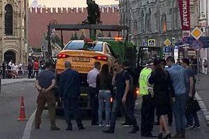 Taxi lao vào đám đông gồm cổ động viên ở Moscow, 8 người bị thương