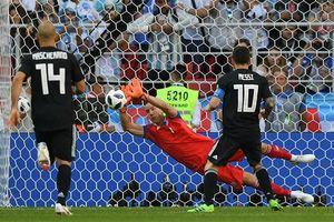 Thủ môn từng làm đạo diễn phim tiết lộ bí quyết bắt bài Messi