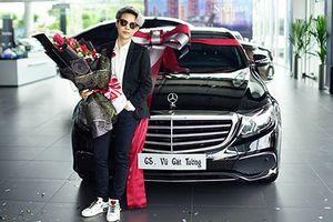 'Soi' xe sang Mercedes-Benz E200 tiền tỷ của Vũ Cát Tường