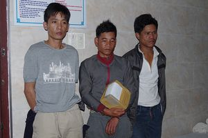Biên phòng Kon Tum bắt 3 đối tượng thu 1kg ma túy đá