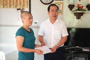 Công đoàn Điện lực Việt Nam động viên nữ CNVCLĐ khó khăn