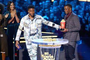 Chadwick Boseman trao lại giải thưởng 'Best hero' cho anh hùng đời thực