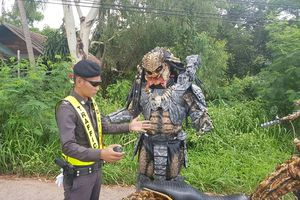 'Quái vật Predator' bị cảnh sát hỏi thăm tại Thái Lan