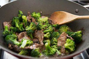 Khéo tay trổ tài làm bông cải xào thịt bò tròn vị, đưa cơm