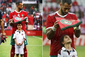Loạn nhịp trước hành động dùng cờ hiệu che mưa cho bé gái của 'sư tử đầu đàn' đội tuyển Morocco