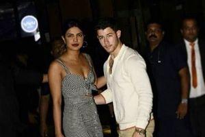 Nick Jonas công khai mối quan hệ với Hoa hậu Thế giới Priyanka Chopra