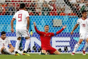 Ronaldo đá hỏng phạt đền, Bồ Đào Nha rơi ngôi đầu bảng