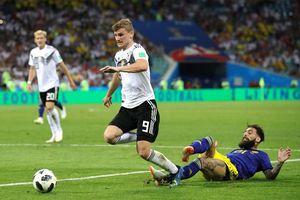 Cầu thủ Thụy Điển bị dọa giết sau sai lầm 'dâng' 3 điểm cho Đức