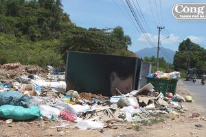 Khu dân cư kêu cứu vì giá hạ, xà bần và rác thải