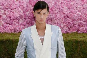 Ngắm chàng Hoàng tử 'vạn người mê' của show diễn thời trang Dior 2019
