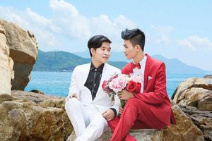 Chuyện tình 'yêu khẩn cấp' của cặp đồng tính nam 9X
