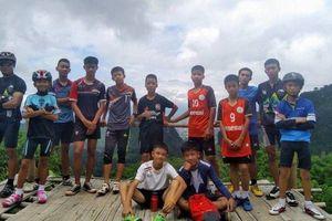 Người dân Thái trông ngóng đội bóng bị kẹt: 'Tất cả đang đợi các bạn'