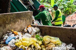 Campuchia cân nhắc cấm rác thải nhựa tại đền Angkor