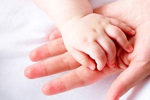 Nhận diện 7 dấu hiệu trên móng tay của bé báo hiệu bệnh nguy hiểm