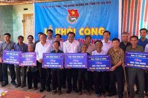 Hội đồng hương Hà Tĩnh tại Hà Nội hỗ trợ 300 triệu đồng xây nhà tình nghĩa