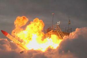 Tên lửa rơi ngược trở lại rồi phát nổ sau vài giây rời bệ phóng