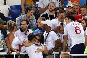 Những bóng hồng vỗ về an ủi các tuyển thủ Anh sau trận thua Bỉ