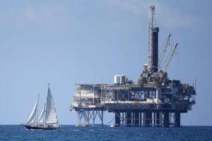 Giá dầu giảm do nguồn cung từ Saudi Arabia và Nga tăng