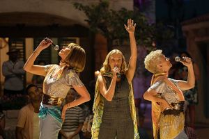 Mamma Mia 2!: Ngắm vẻ đẹp quyến rũ của Cher trong 'Fernando'
