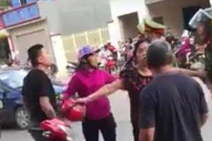 Vi phạm giao thông, thanh niên 'mách' bố mẹ tới lăng mạ công an
