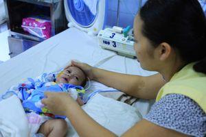 Bé sơ sinh bị tim bẩm sinh nặng không tiền chữa trị