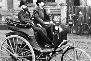 Ngoại hình siêu 'dị' của chiếc xe hơi đầu tiên trên thế giới