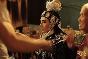 'Song Lang' hé lộ mối quan hệ khó đoán của kép hát Isaac