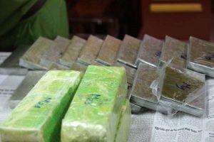 Phát hiện xe bán tải chở 19 bánh heroin từ Lào về Nghệ An