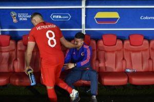 'Tội đồ' Henderson đã làm gì với James Rodriguez sau thắng lợi của tuyển Anh?