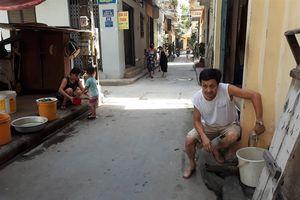 Hơn 1.000 người dân Hà Nội 'phát rồ' vì mất nước giữa cái nóng 'cháy da cháy thịt'