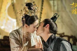 Sắp có được 'nụ hôn trên cạn' đầu tiên với Phù Dao, Vô Cực lại bị 'mẹ vợ' phá rối